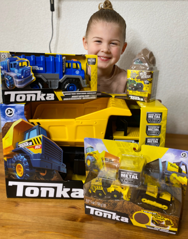 Tonka voertuigen, de metalen speelgoedbrand uit amerika welke erg geliefd is bij kinderen. Wij testten 4 Tonka voertuigensets uit.