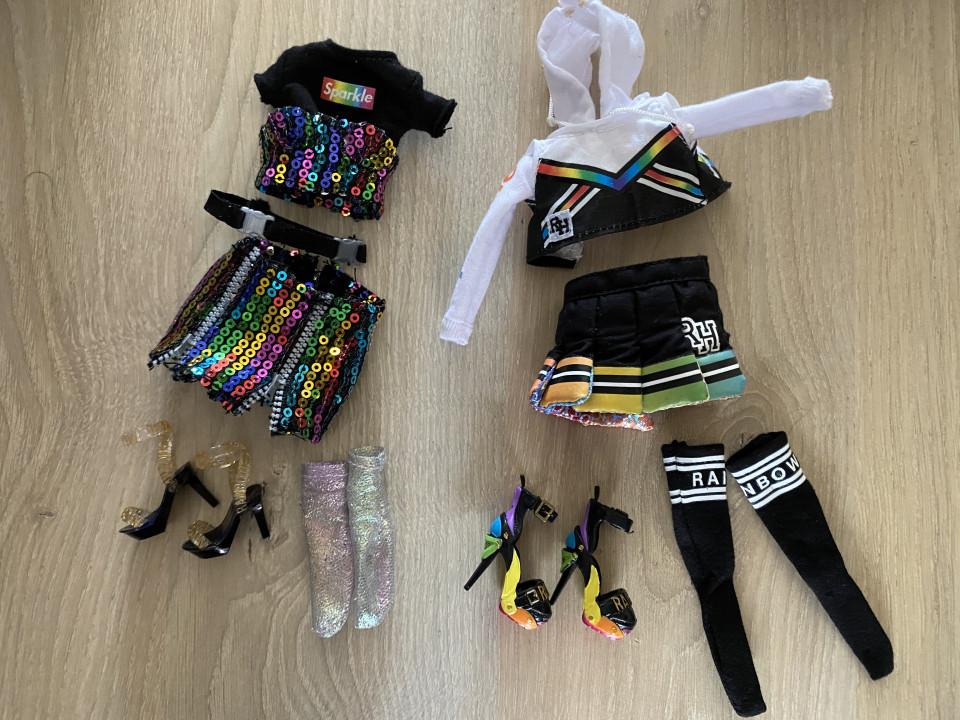 Op Rainbow High mag iedereen zichzelf zijn en toont iedereen zijn ware kleuren. Deze Rainbow High Fashion Dolls hebben zelfs een jongenspop!