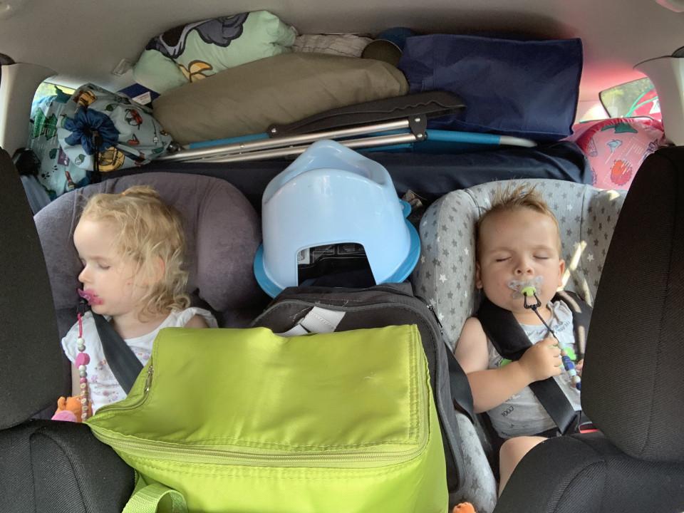 Met je kinderen naar de camping: voor de een het toppunt van vakantie, voor de ander een hel. Overweeg jij ook te gaan kamperen met kinderen?