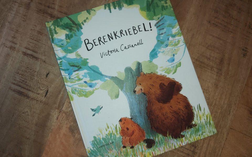 Berenkriebel is een boek over twee dieren die elkaar helpen. Maar bovenal een boek over twee dieren die elkaar vinden en vrienden worden.