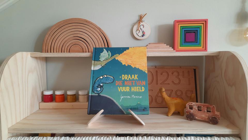 """Het nieuwe boek """"De draak die niet van vuur hield"""" is geschreven door Gemma Merino. Het boek gaat erom dat je jezelf kunt zijn."""