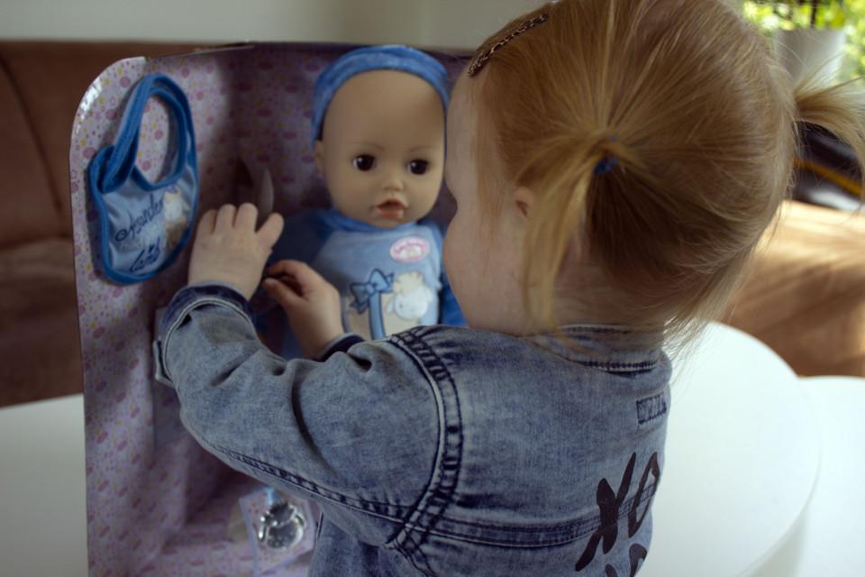 De poppen van Baby Annabell bestaan al heel lang. In deze blog review ik de jongensversie van Baby Annabell: Baby Alexander.