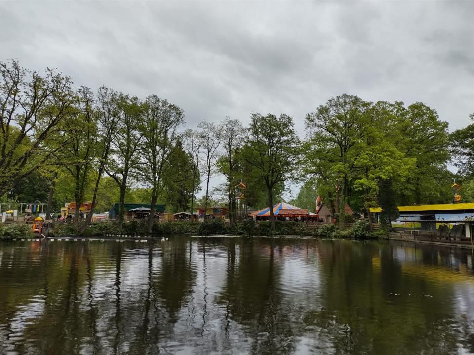 Familiepretpark de Waarbeek is gelegen in de bossen net buiten Hengelo (Overijssel). Dit all inclusive pretpark is leuk voor kinderen.