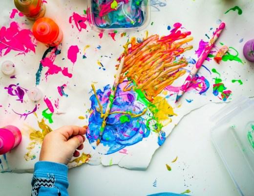 Wonen met kinderen: wel zo prettig om je woning enigszins netjes en opgeruimd te houden. Hoe je dat aanpakt? We delen slimme tips!