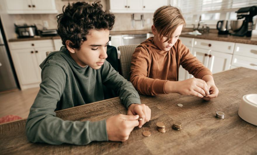 Belangrijk om je kinderen mee te nemen in geldzaken. Niet alleen door zakgeld, maar ook door ze voor te bereiden op de toekomst van geld
