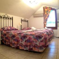 upstairs twin bedroom (Small)
