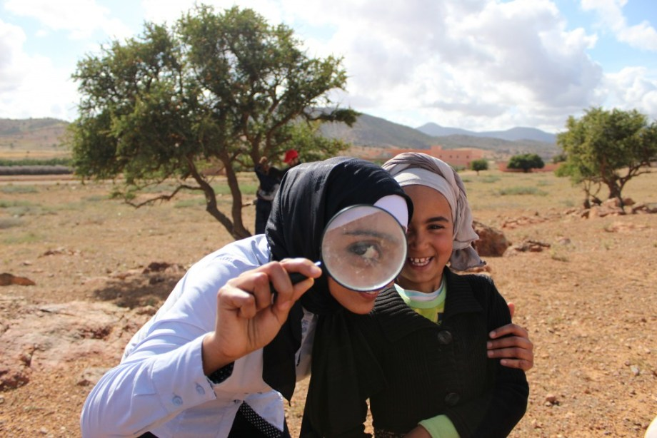 Tamazight girls explore their ecosystem through a magnifying glass