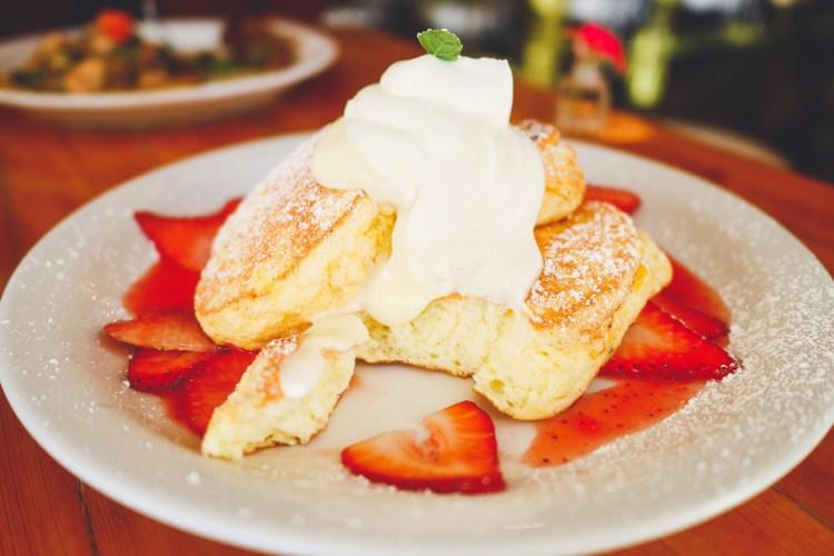 Cream Pot Honolulu Waikiki Strawberry Soufflé Pancake