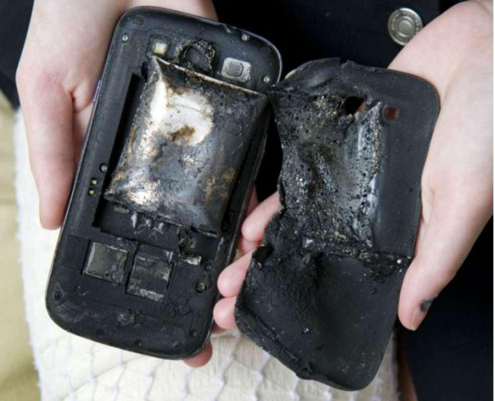 Samsung Galaxy Note 2 catches fire inside IndiGo flight, passengers safe