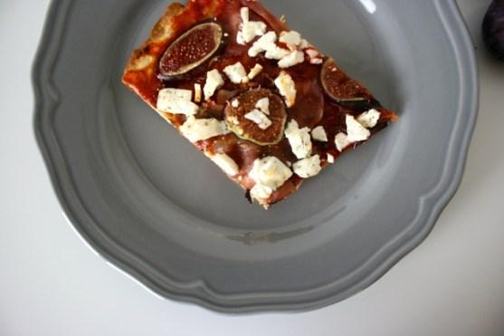 Pizza mit Feigen, Speck & Ziegenfeta4