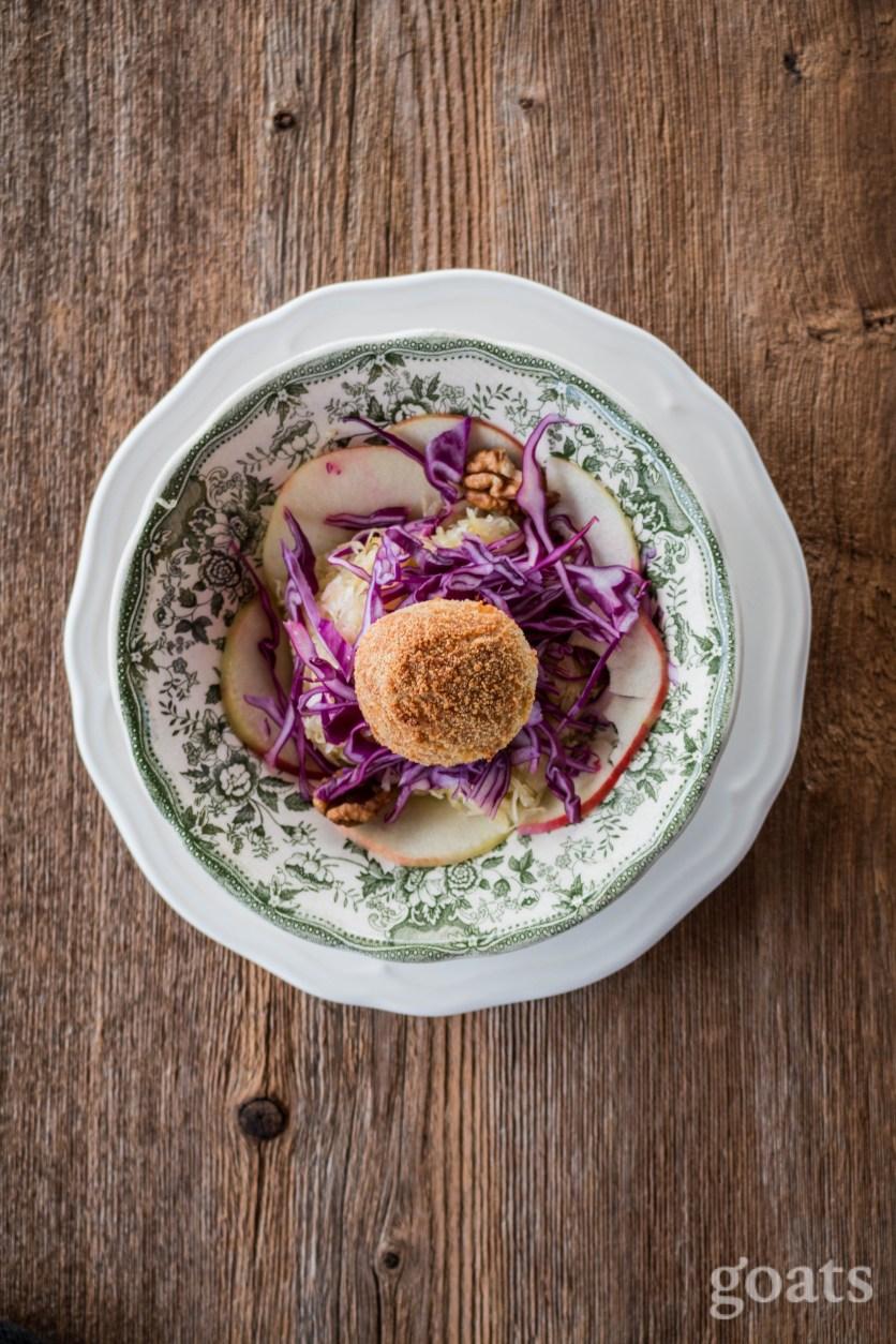 sauerkrautsalat-mit-kaesebaellchen-2-von-8