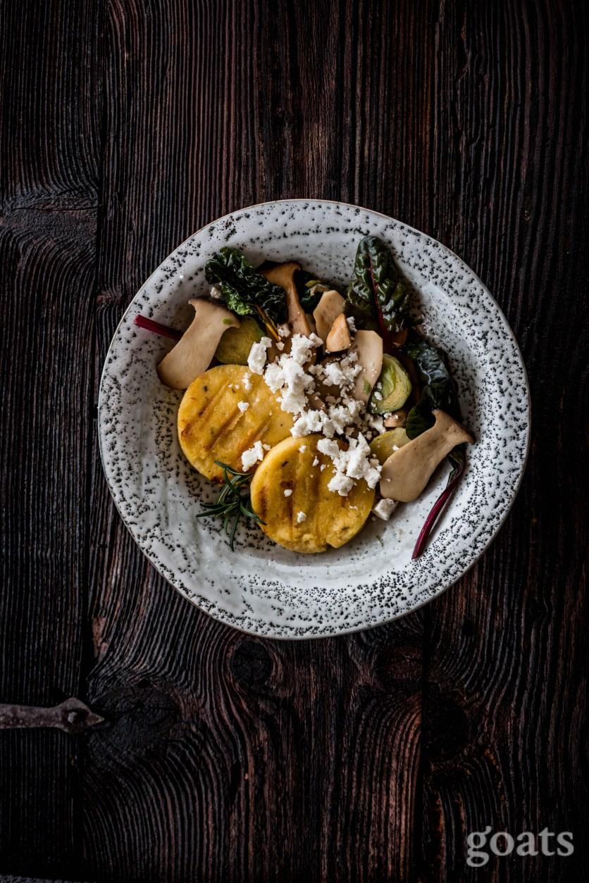 Polentataler mit Pilzen und Gemuese (3 von 4)