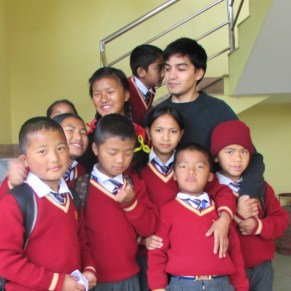 Volunteer and students in a group photo