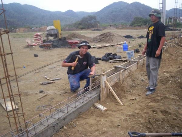 Volunteer working at a construction site in Ecuador