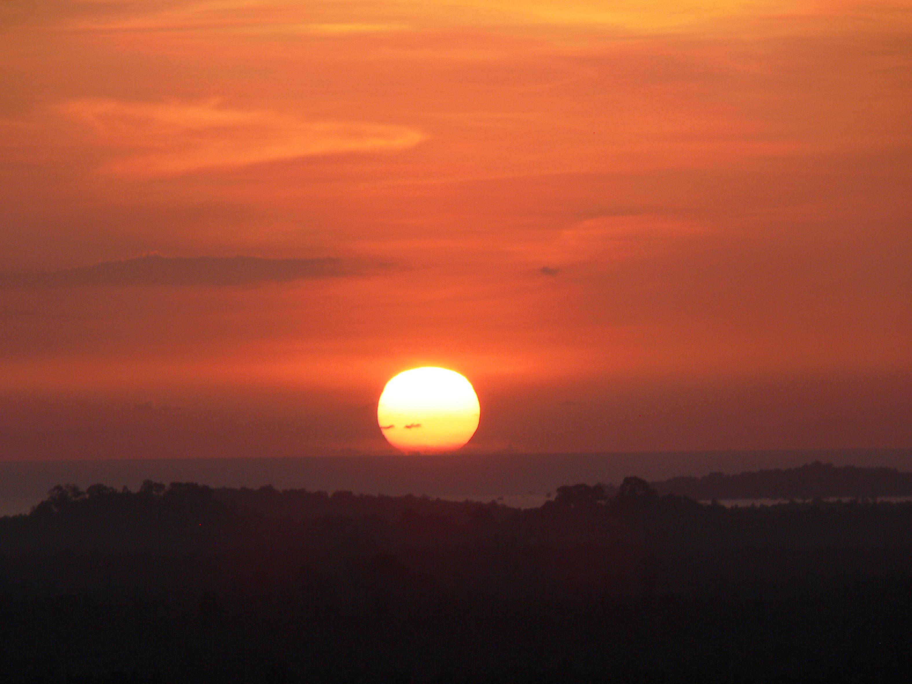coucher de soleil bukit paramun Belitung Indonésie GoBelitung