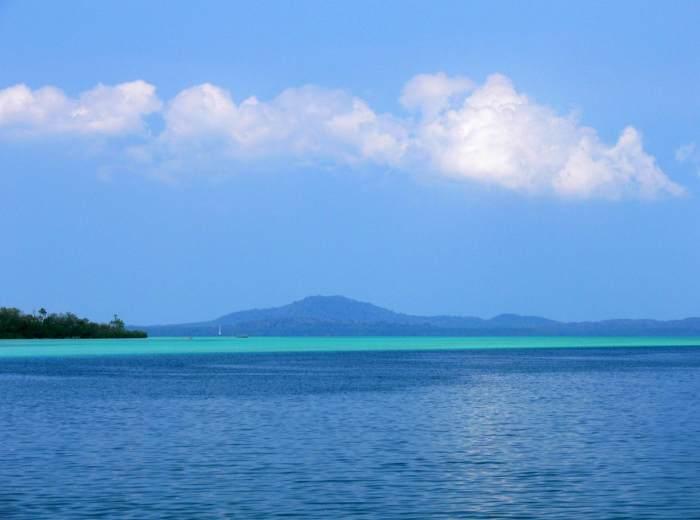 Au loin Selat Nasik Belitung Indonésie
