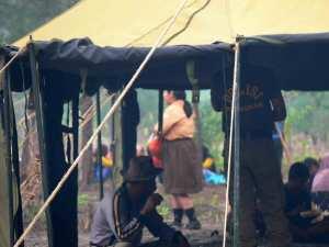 Polisi-dan-pramuka-Belitung-Indonésie