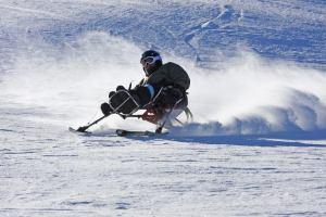 Skiing in a mono ski