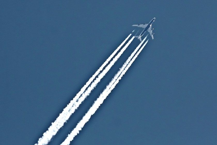 Photo of jet aircraft contrails