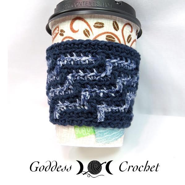 Coffee cozy crochet pattern, free crochet pattern, goddess crochet denim blue
