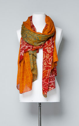 (3) A colourful scarf from Zara. ORNAMENTAL PAISLEY HANDKERCHIEF  25.95 EUR at Zara