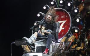 Foo%20Fighters%20Dave%20Grohl%20broke%20leg-large