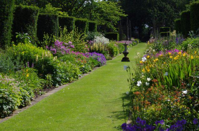 Garden Club Visit to Abbots Ripton Hall Gardens 16 Jun 2015 (36)