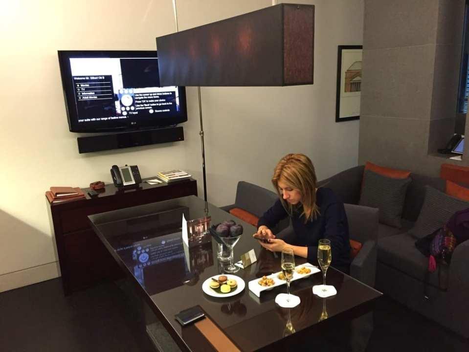 Laura enjoying lighting fast free wifi.