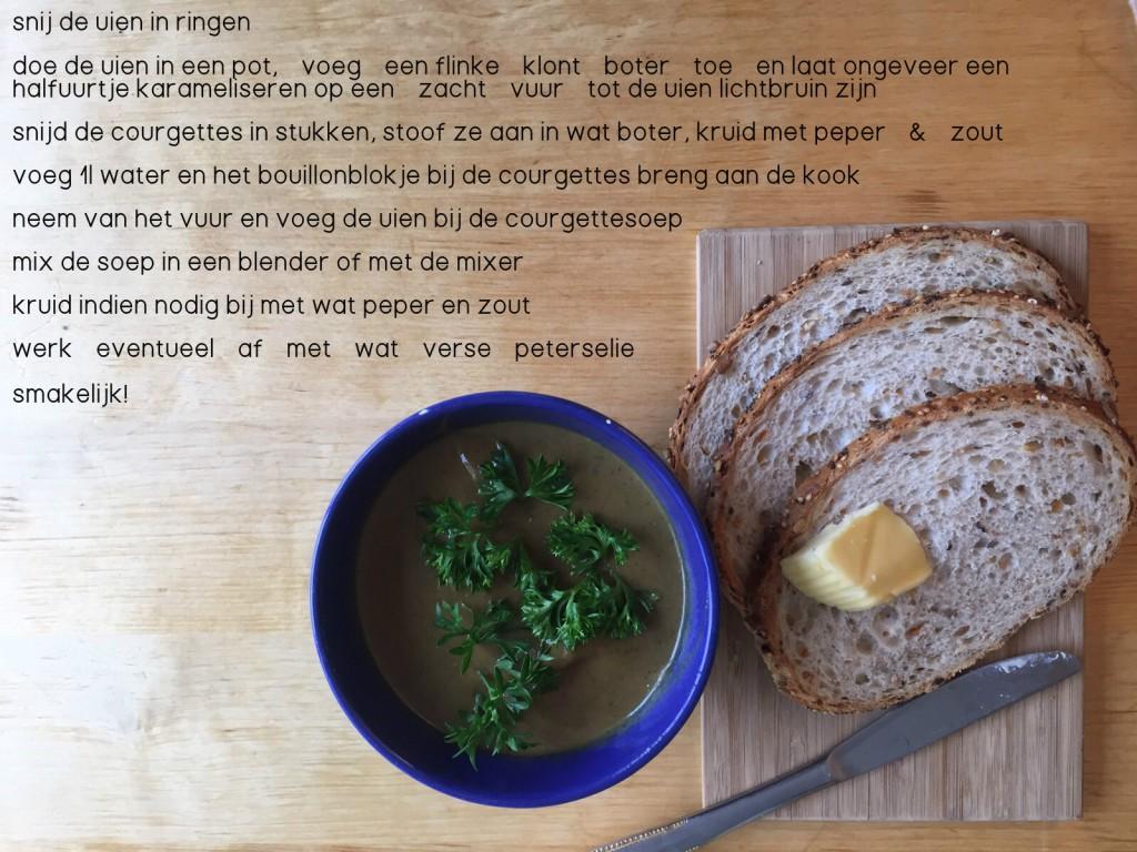 recept voor fluweelzachte courgettesoep met gekarameliseerde ui