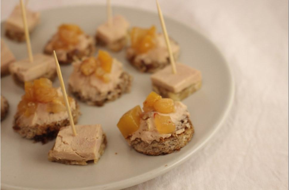 toastjes van rozijnenbrood met foie gras en homemade mangochutney