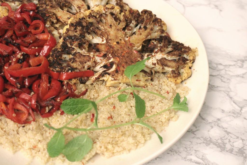 recept voor gegrilde bloemkool steaks op de plancha met quinoa - cuisinart