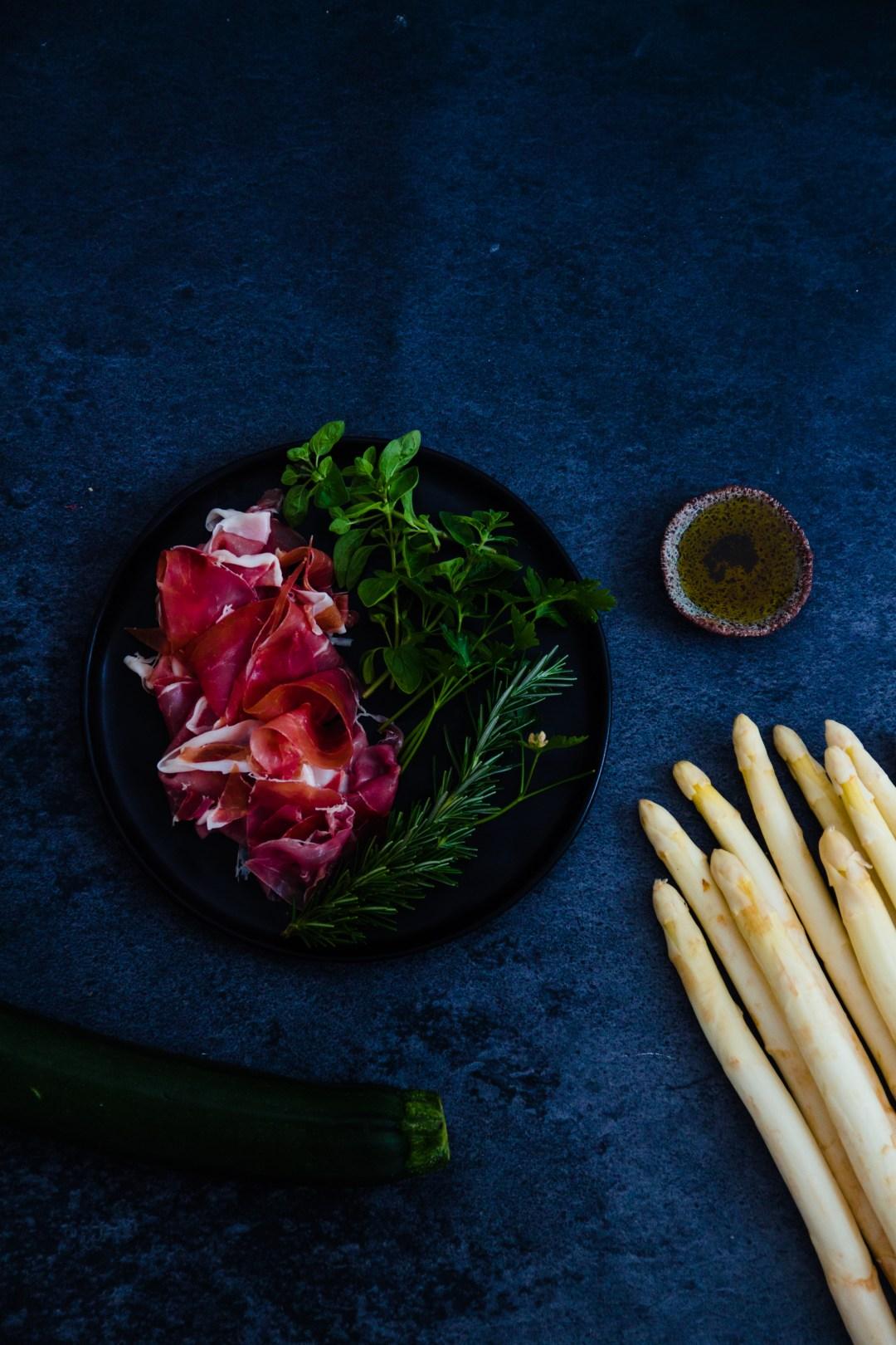 ingrediënten asperges courgetti courgettelle pesto vierkruidenpesto rozemarijn oregano parmaham prosciutto goestjes studio goestjes