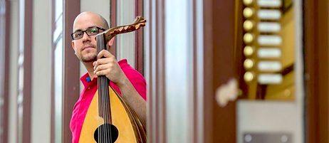 Viele Geflüchtete engagieren sich in Deutschland politisch, gesellschaftlich oder künstlerisch. So auch der syrische Musiker Thabet Azzawi.