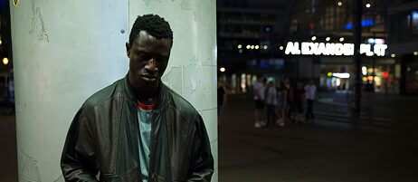 "Foto (Detail) Welket Bungué in ""Berlin Alexanderplatz"", Regie Burhan Qurbani"