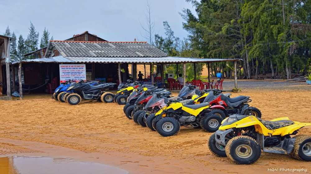 Off-road racing and sand-shifting in Mui Ne