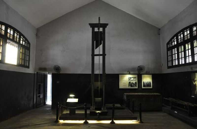 Guillotines, medieval weapons contributed to the fame of the prison