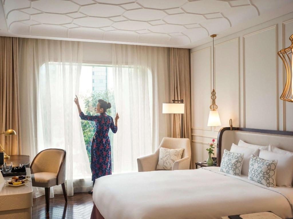 Deluxe King City View - Hotel des Arts Saigon MGallery Collection