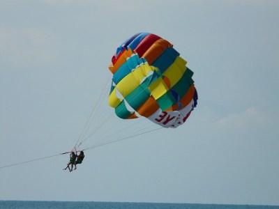 parasailing-64652_640