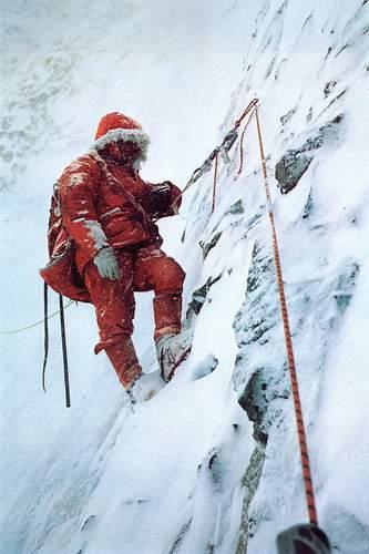 Mick Burke sul tratto terminale della parete sud dell'Annapurna, 1970