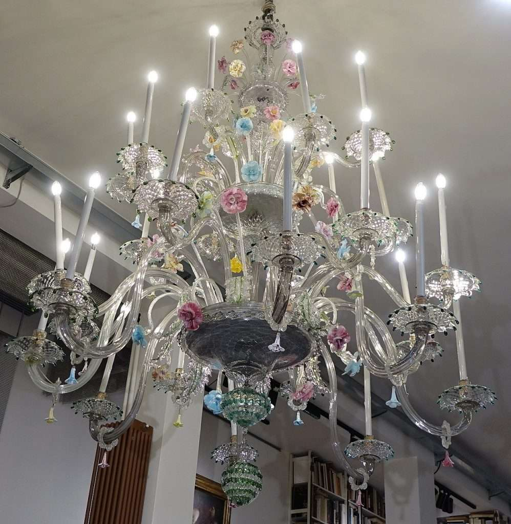 Originale lampadario in vetro d'arte murano venezia con pagliuzze dorate. Grande Lampadario Antico In Vetro Di Murano Gabriele Gogna