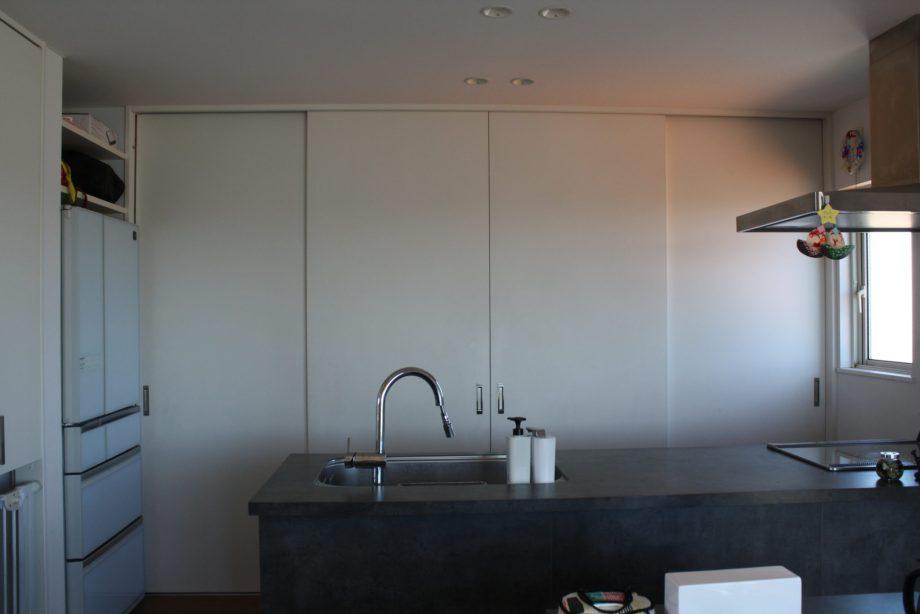 キッチンの背面収納に引き戸って使いにくい?