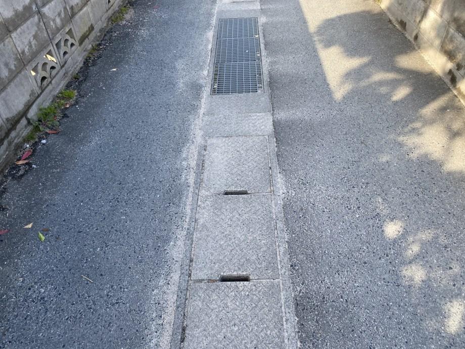 INTEX大型フレームプールの大量の水を排水溝に流しても大丈夫?