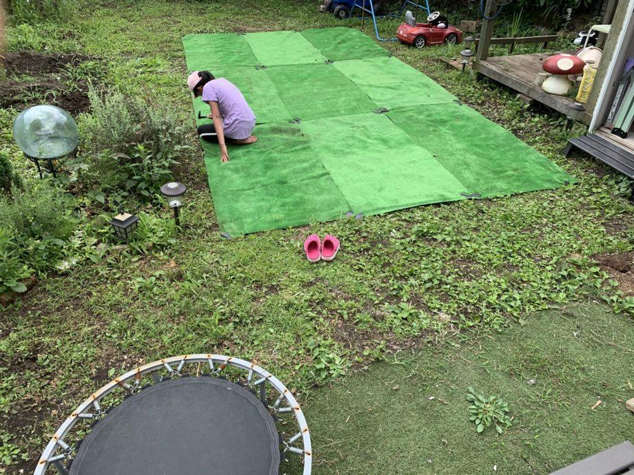 すべて人工芝を敷き終えたら