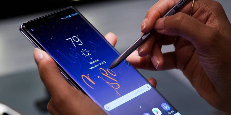 NEW YORK, NY - AUGUST 23: A woman tries the new Samsung Galaxy Note8 smartphone during a launch event, August 23, 2017 in New York City. The Galaxy Note8 will be released in stores on September 15. The previous Galaxy Note 7 model had to be recalled due to self-combusting batteries. Drew Angerer/Getty Images/AFP