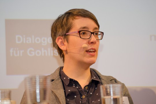 Moderatorin Elena Buck, Universität Leipzig und Göttingen, bei der Podiumsdiskussion