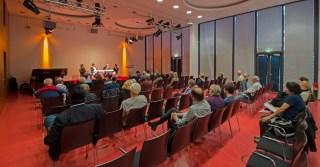 Die Podiumsdiskussion: Oliver Hidalgo, Alexander Yendell, Daniel Bax (taz), Said Arif, Imam der Achmadyya Muslim Gemeinde (v.l.n.r.), Foto: Andreas Reichelt