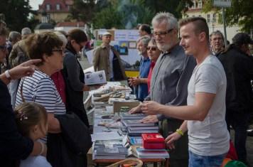 Reges Interesse am Gohliser Geschichtsbuch; Foto: Andreas Reichelt