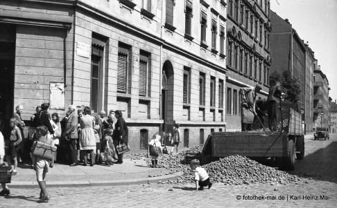1949 Leipzig, W.-Plesse-/Rudi-Opit-Str. Kartoffel-Verkauf