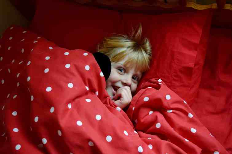 Silentnight Airmax duvet - cheeky child in bed