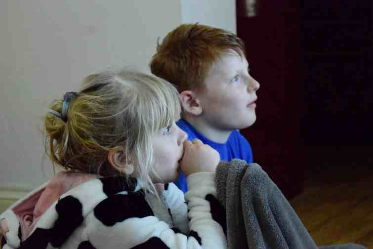 Children watching a film with Philips Hue